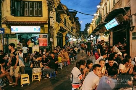 Bia Hoi corner on Ta Hien street